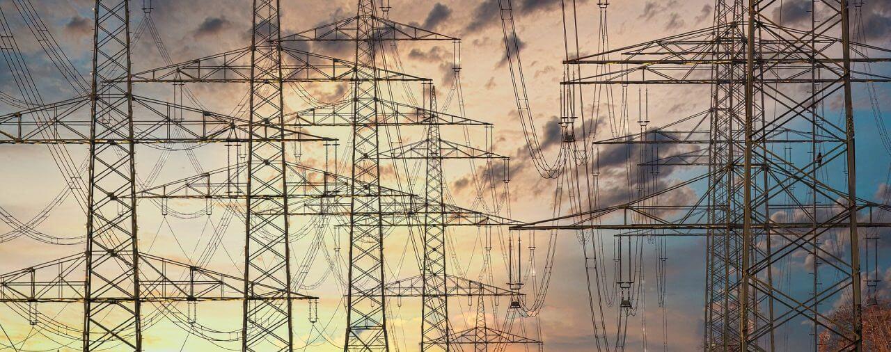 Budowa napowietrznej linii energetycznej